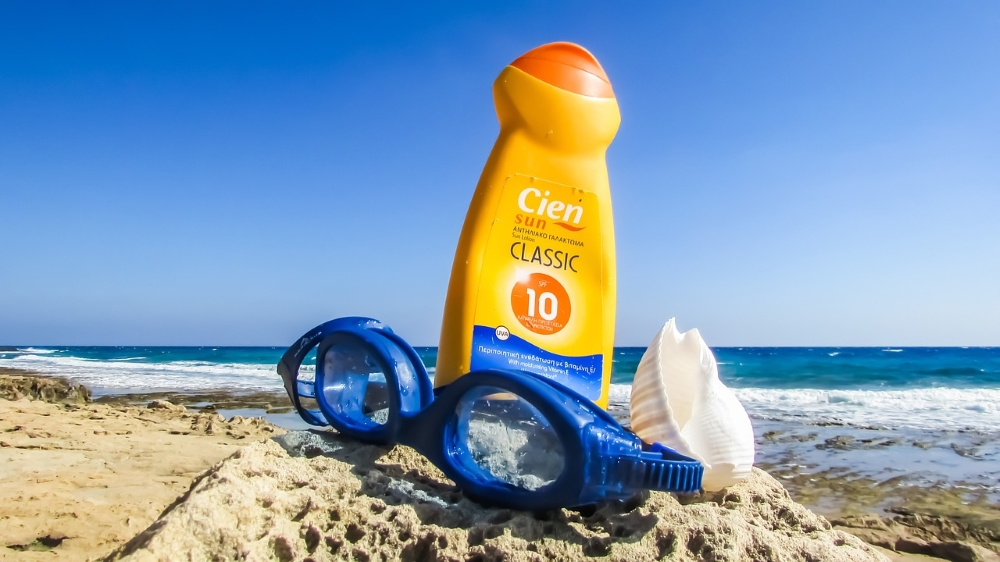 sunscreen beach goggles